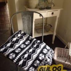 Flot sort hvidt kludetæppe, med mønstrer