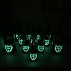 Tomme champagneflasker med lys
