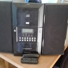 CD afspiller med to fjernbetjeninger