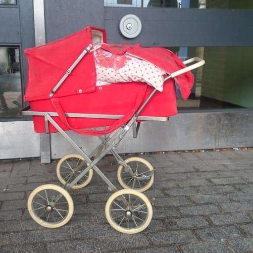 Scandia rød dukkevogn