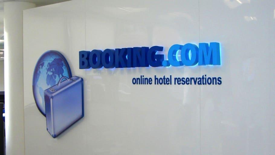 Возврат 4 процентов от стоимости проживания в отелях, забронированных через booking.com. Сервис предоставляется исключительно моим друзьям, которых я знаю лично.