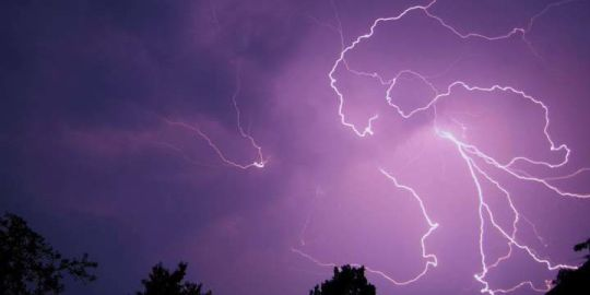 'Did you hear that?': Booming early morning thunderstorm wakes Edmonton residents