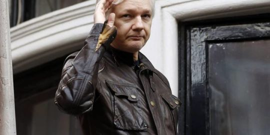 Charges against 12 Russian spies undermine Julian Assange email denials