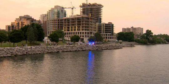 Body of man found floating in Lake Ontario near Burlington pier