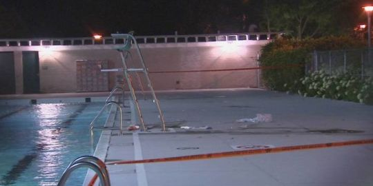 Teen found unconscious in Montreal swimming pool dies