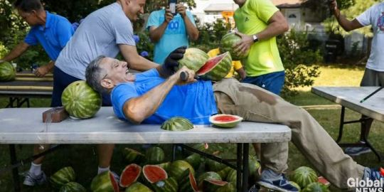 Man sets Guinness World Record by slicing 26 watermelons on own stomach
