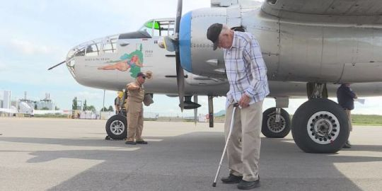Montreal veteran gets 70-year-old wish by flying on B-25 bomber