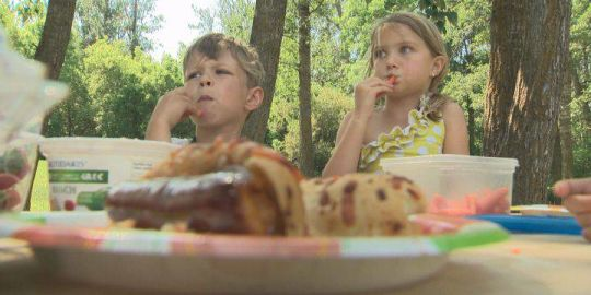 Research suggests pressuring kids to eat food they don't like doesn't stop picky eating