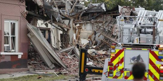 Natural gas explosion levels part of building in Denver, 9 people injured