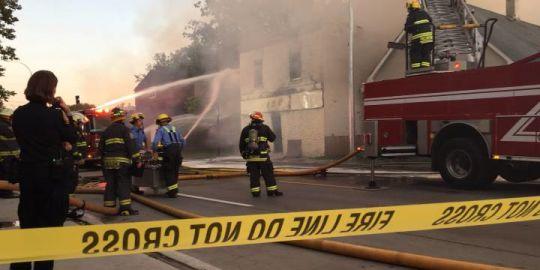 Crews battle blaze on Selkirk Avenue