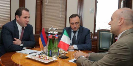 Պաշտպանության նախարարնընդունել է ՀՀ-ում Իտալիայի արտակարգ և լիազոր դեսպանին