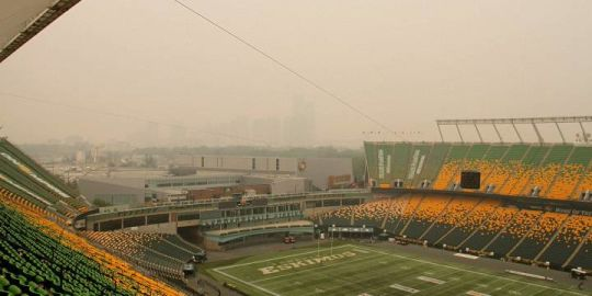 Wildfire smoke forces Edmonton Eskimos to move practice indoors, threatens Saturday's game