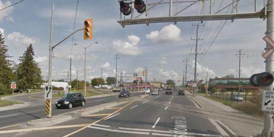 Section of Lansdowne Street West in Peterborough closing for railway crossing repairs