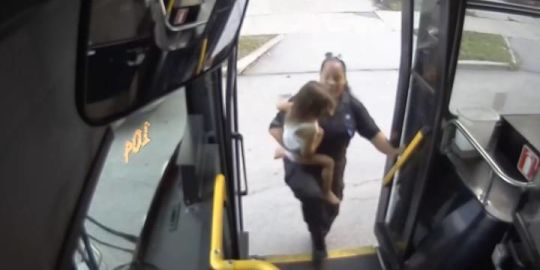 Milwaukee bus driver helps reunite lost, crying toddler with mother