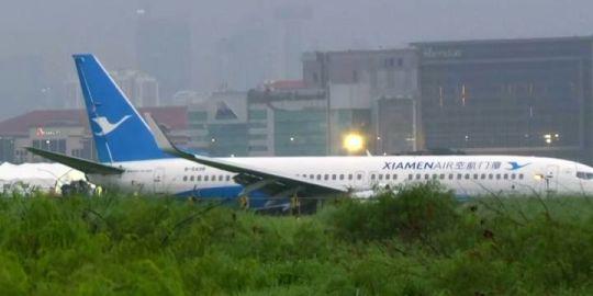 Passenger films Xiamen Airlines flight overshooting runway in the Philippines