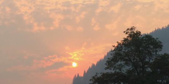 Horns Mountain wildfire crosses border into B.C.