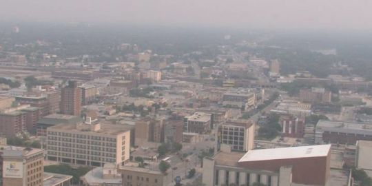 Smoke-filled skies from B.C. fires prompts air quality statement for Winnipeg