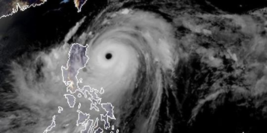 Typhoon Mangkhut lashes Philippines, kills at least 3
