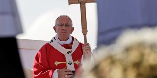 Pope Francis calls on Sicily's Mafia to repent