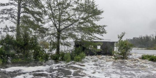 Florence claims 7 lives, threatens historic flooding in North Carolina
