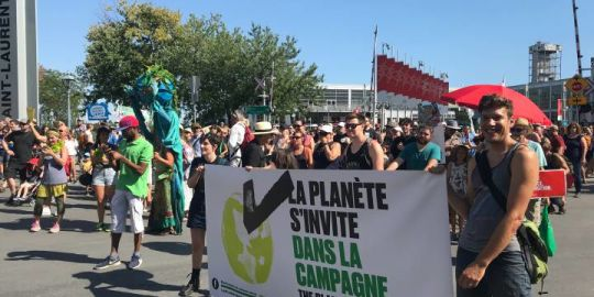 Demonstrators call on Quebec candidates to focus on environment