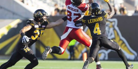 Mitchell tosses 2 TDs as Stamps take 14th straight against Ticats with 43-28 win