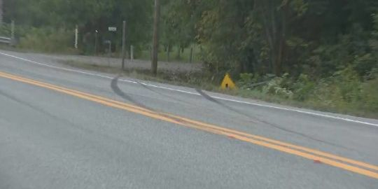 Eastern Townships crash claims 2 lives after car hits pole, bursts into flames
