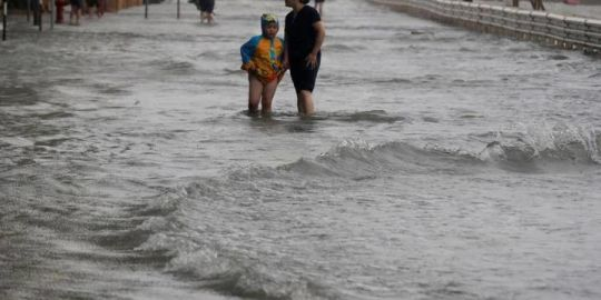 Typhoon Mangkhut kills 2 in China after claiming at least 64 lives in Philippines