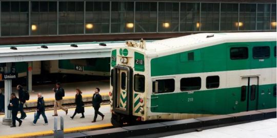 GO Train passengers delayed as police search for suspect at Union Station
