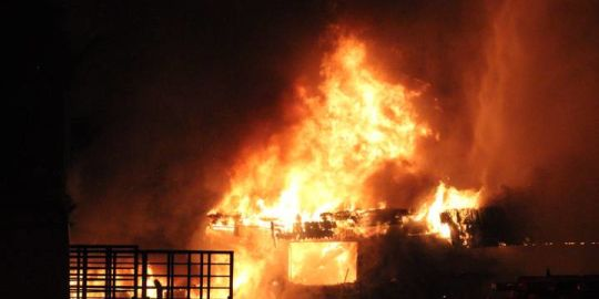 Surrey firefighters battle pair of early morning 2-alarm fires