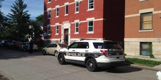 Late night phone sale interrupted by guns, machetes say Winnipeg police