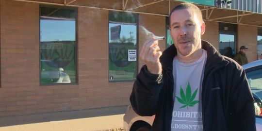 Medicine Hat opens 3 legal cannabis stores on historic day in Canada