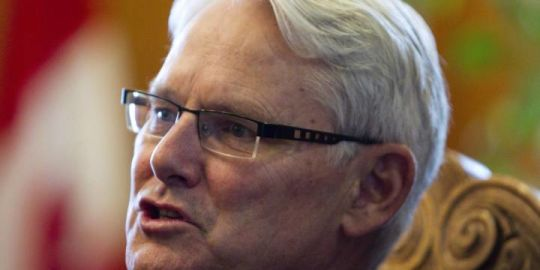 Manitoba hires former B.C. premier to probe Hydro project costs