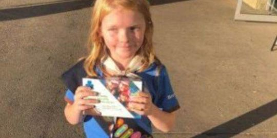 Girl guide sells out of cookies in front of Edmonton cannabis store on 1st day