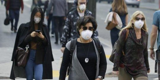Air quality alert: San Francisco residents don masks under lingering cloud of wildfire smoke