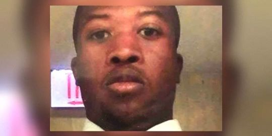 Chicago security guard fatally shot by police as he held down shooting suspect: lawsuit