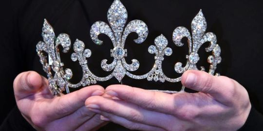 Marie Antoinette's jewelry, which hasn't been shown for 200 years, up for auction