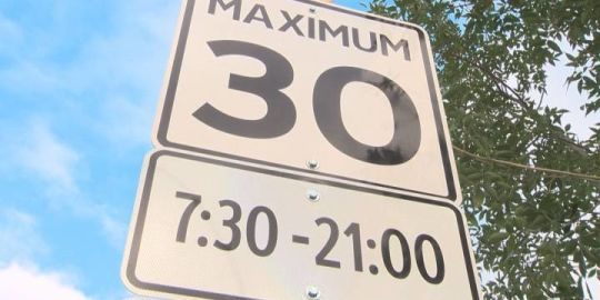 Edmonton councillors frustrated by lack of speed with which city staff are dealing with playground zone speed signs
