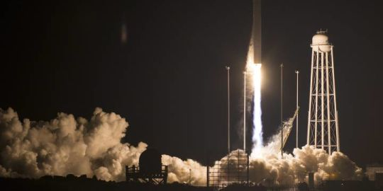 Ice cream, fruit and 3D printer launched to International Space Station