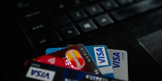 4 scams to watch out for while holiday shopping online