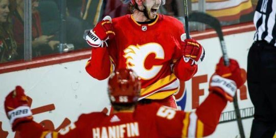 Flames beat Oilers 4-2 with two third-period goals from Elias Lindholm