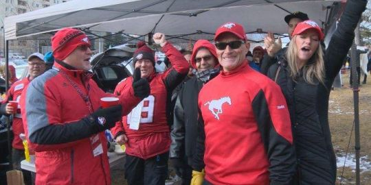 Calgary Stampeders host surging Blue Bombers in CFL West Division showdown