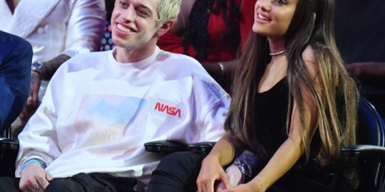 Ariana Grande reaches out to Pete Davidson after 'SNL' actor's suicidal message