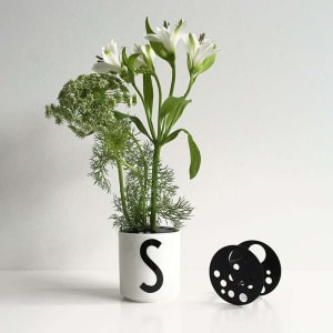 Design letters flower holder