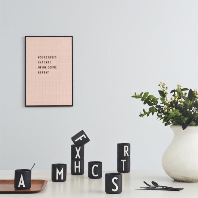 Fra mega Design Letters krus Arne Jacobsen A-Z sort | Ting JS-24