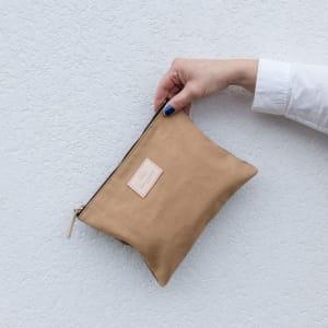 UND Carry On Veske m/glidelås Small Stuff Sand