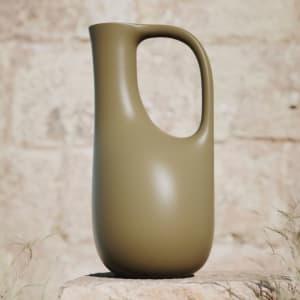 Ferm Living Liba Vannkanne Olivengrønn