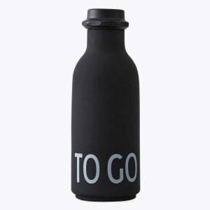 design letters drikkeflaske to go sort