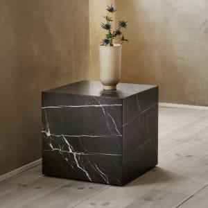 Menu Bord Plinth Cubic Svart Marmor