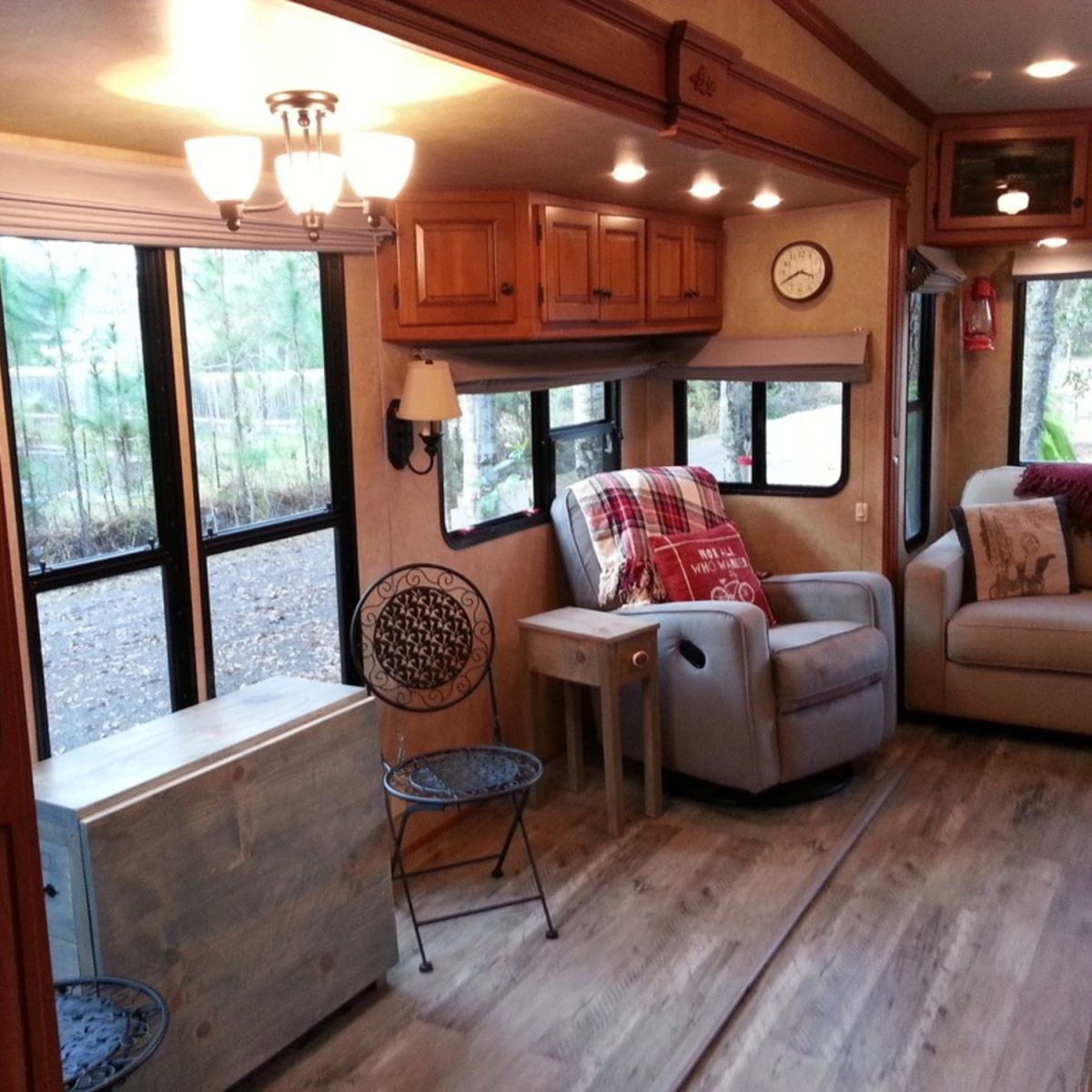 2009 Forest River Cardinal 3450LX 40 Ft.